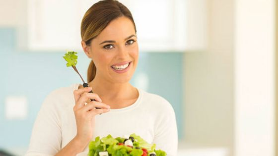 bigstock-pretty-woman-eating-vegetable-