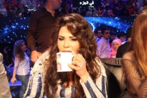 /ar/programs/arab-idol-s2/behind-the-scenes/videos/behind-the-scenes-jury/articles/أحلام-تكشف-سر-الكوب-الذي-يحمل-صورتها.html
