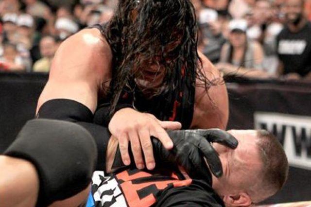 WWE Raw: كين يوجه إهانة مزدوجة لجون سينا.. ومارك هنري يهرب من مواجهته RAW_5