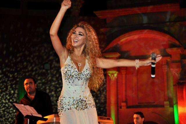 ميريام فارس ترقص باللبناني والخليجي ..وتسأل جمهور تيمقاد الرقص الجزائري 3.jpg