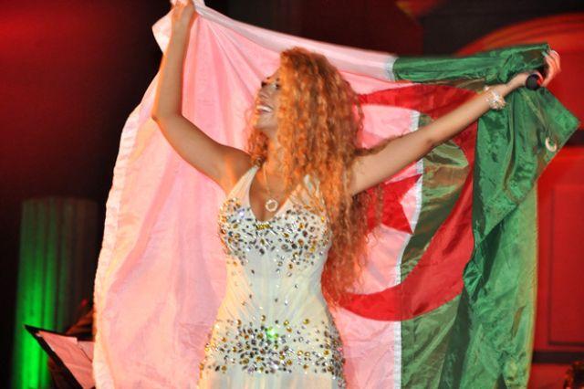 ميريام فارس ترقص باللبناني والخليجي ..وتسأل جمهور تيمقاد الرقص الجزائري 5.jpg