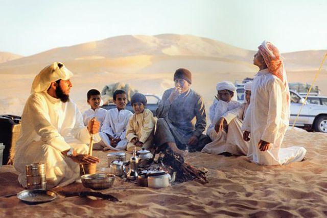 ناصر القصبي في جلسة للشاي