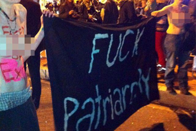 حركة احتلوا واشنطن تتظاهر بصدور عارية