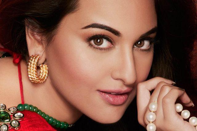 من ينسي دورها في فيلم Dabangg بجانب الممثل الهندي المشهور سلمان خان.