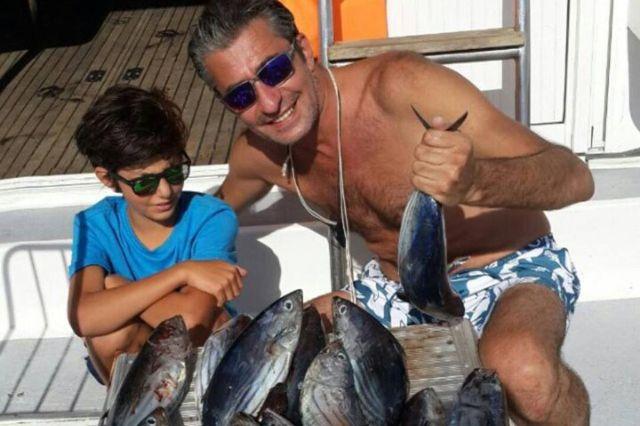 أركان بتككيا في جولة بحرية مع ابنه