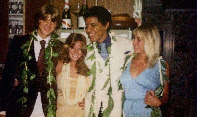 باراك أوباما يتوسط الصورة