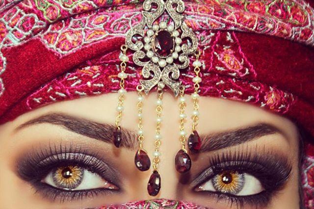 عمانية من أجمل العيون في العالم