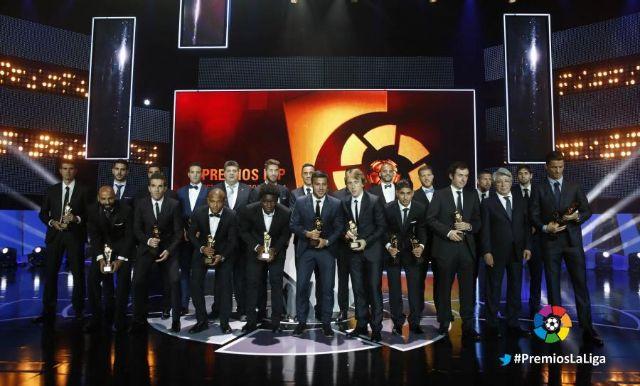 براهيمي يجاور نجوم الليجا الفائزين بالجوائز