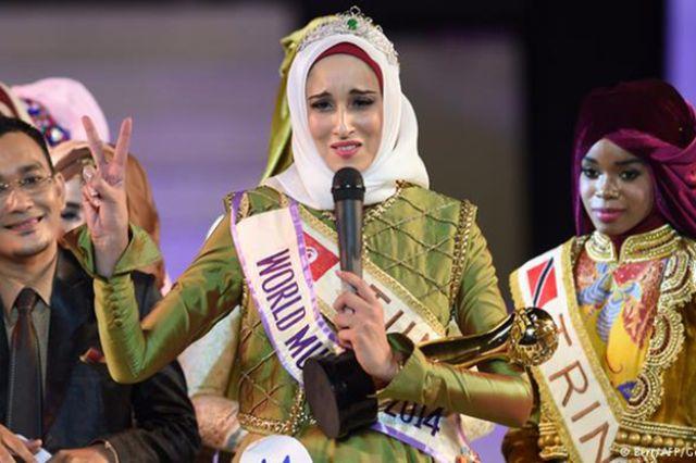 توجت التونسية فاطمة بن غوفراش (25 عاما) بتاج
