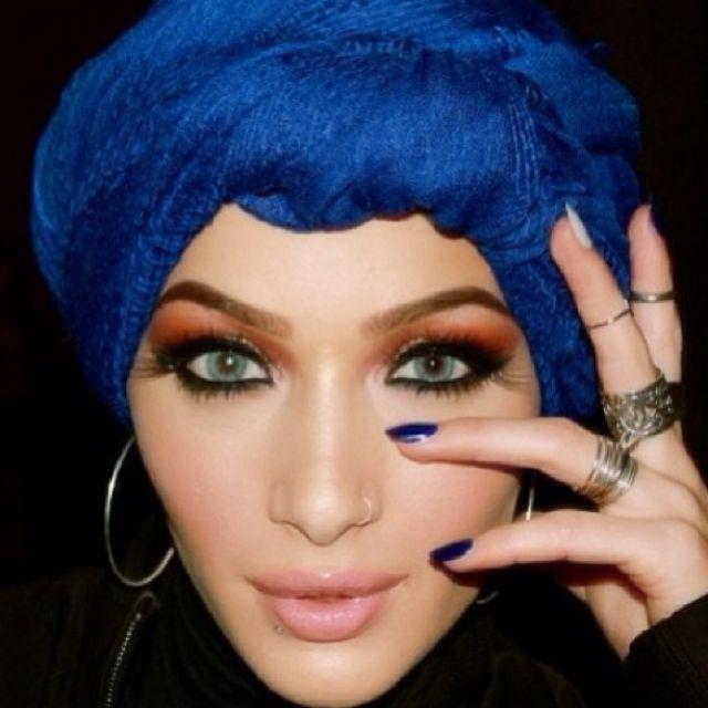 نورا معجبة بخبير التجميل سامر خزامي