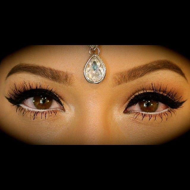 عيون نورا