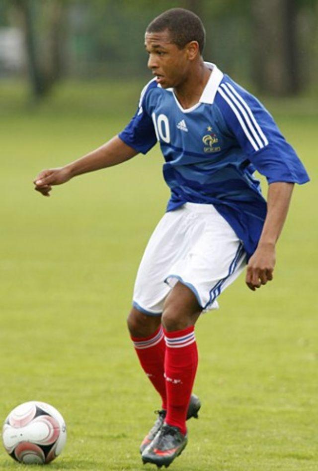 لعب لفرنسا في كافة الفئات العمرية