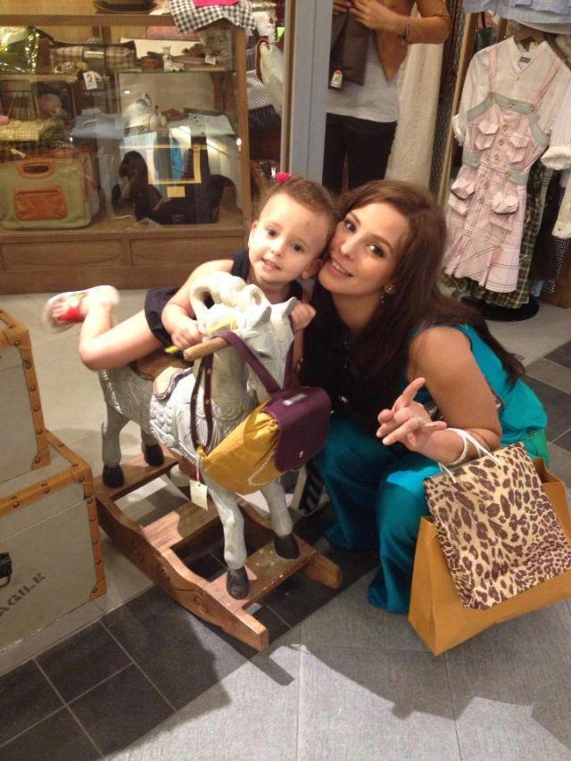 آخر صور ريتاج مع والدتها إيمان العاصى