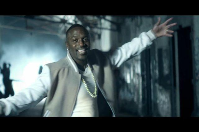 Akon كما يظهر في كليب أغنيته مع تامر حسني