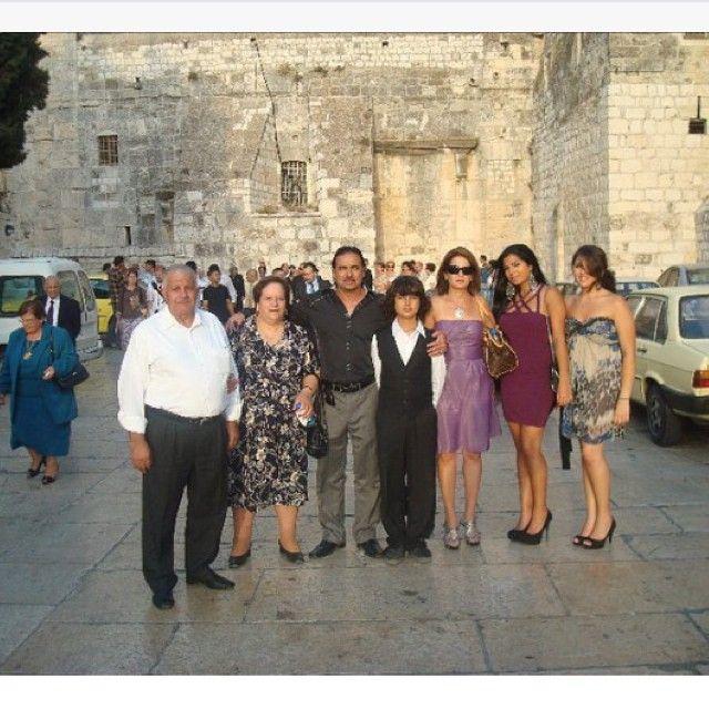 جاكلين مع عائلتها في فلسطين