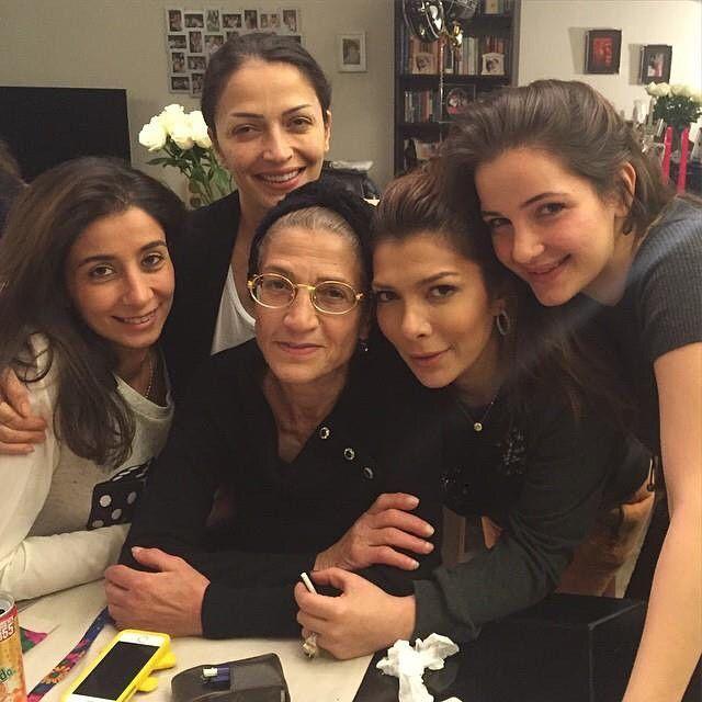صور اصالة نصري تحتفل مع عائلتها بالبومها الجديد وفيلم زوجها الاخير