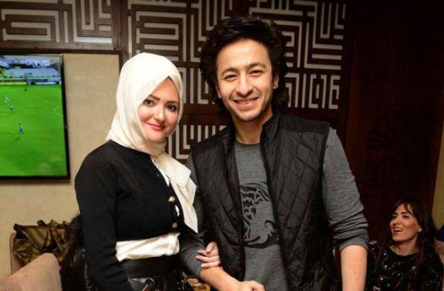 صور زوجة الفنان حمادة هلال الفلسطينية  قبل وبعد الحجاب