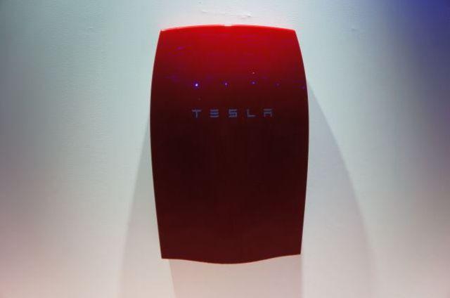 Las Baterias hogareñas de Tesla Motors salen a la venta