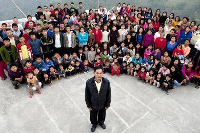 صاحب أكبر عائلة في العالم الهندي زيونا تشانا
