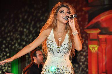 ميريام فارس ترقص باللبناني والخليجي ..وتسأل جمهور تيمقاد الرقص الجزائري 7.jpg
