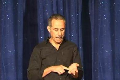 عبد القادر سيكتور أثار السخط عليه بتصريحاته المسيئة