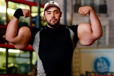 مصطفى إسماعيل صاحب أضخم ذراع في العالم