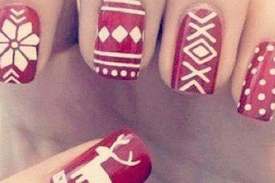 طلاء أظافر أحمر ورسوم بيضاء