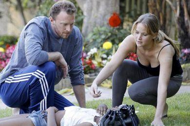 جنيفر لورانس مع الفتاة التي غابت عن الوعي