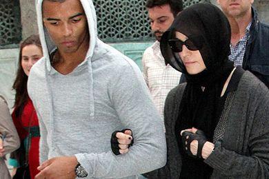 مادونا بالحجاب لزيارة مساجد تركيا