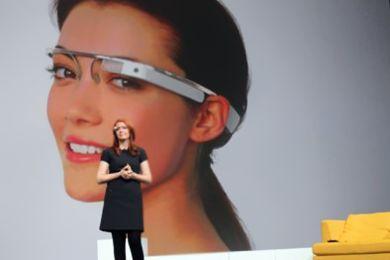 """""""جوجل"""" تعلن طرح نظارات مزودة بكاميرا وإنترنت بعد سنتين"""