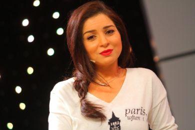 مي عز الدين تثير قلق جمهورها بسبب نحافتها المفرطة بهذه الصورة