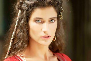 صور التركية ميهرونيسا في حريم السلطان تتخلي عن شعرها الغجري وتظهر بلوك جديد 2015