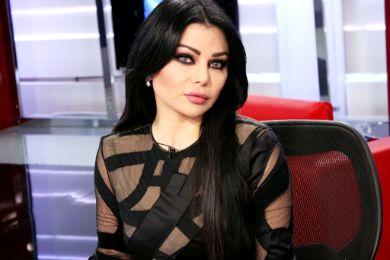 """بالفيديو : """"بدرية أحمد"""" تنهار وتصاب بإغماء على الهواء !"""