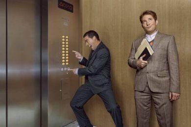 مدير فندق حبس في المصعد 4 أيام