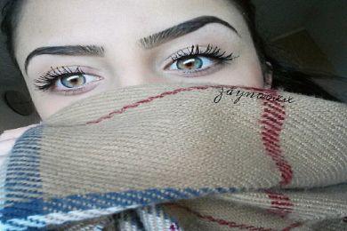عراقية جمال لون عينيها سيأسرك..وغمازاتها ستجذبك لها