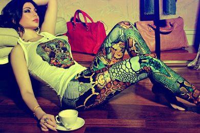 هيفاء وهبي بثوبها القصير في غرفة ملابسها الملئية بالماركات والأحذية