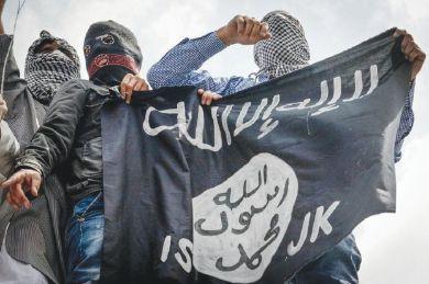 """أسير سابق لـ""""داعش"""" يكشف أسباب هدوء ضحايا"""