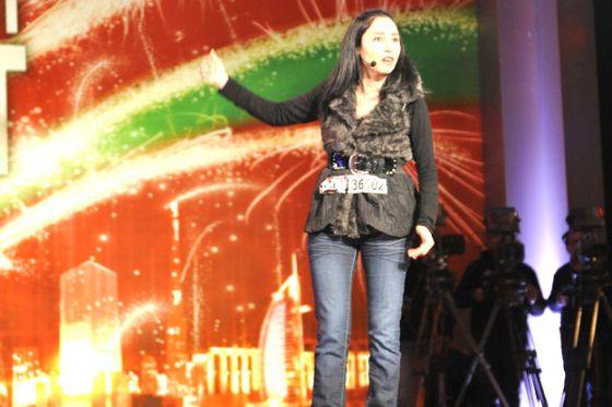 الشاعرة حنان العوادي تونس mbc4 Arabs Talent 1.jpg