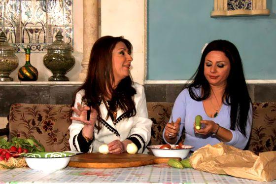 """بالصور.. نجمات سوريات يجتمعن في مطبخ """"زنود الست"""" لتقديم أكلات رمضان"""