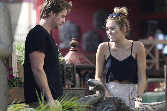 Miley Cyrus: Engaged Liam Hemsworth! main.jpg