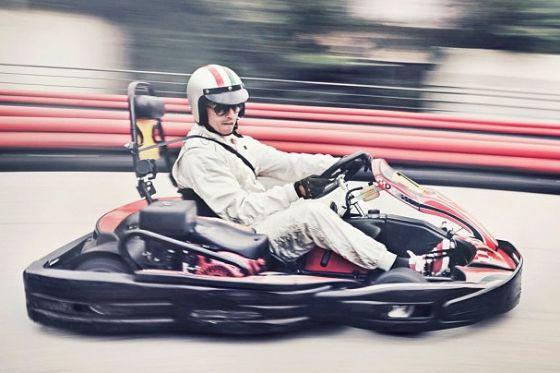يعشق رونالدو سباقات السرعة وعالم فورميولا 1