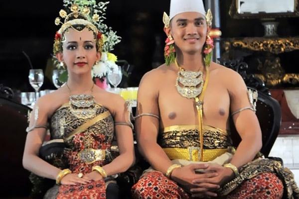 أميرة وأميرة بإندونيسيا في صورة الزفاف
