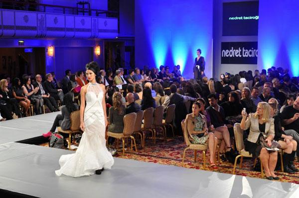 فستان أبيض رقيق من تصميمات نادريت