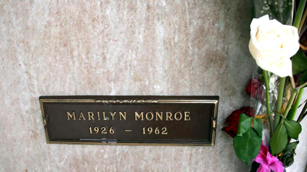 في الذكرى ال 53 لمقتل الفنانه العالمية مارلين مونرو نكشف لكم حقائق بالصور لأول مره من داخل غرفتها التي شيع انها انتحرت بداخلها 2 7/8/2015 - 1:52 م