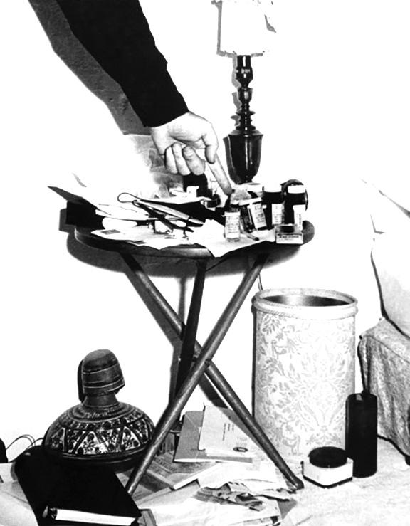 في الذكرى ال 53 لمقتل الفنانه العالمية مارلين مونرو نكشف لكم حقائق بالصور لاول مره من داخل غرفتها التى شيع انها انتحرت بداخلها 5 7/8/2015 - 1:52 م