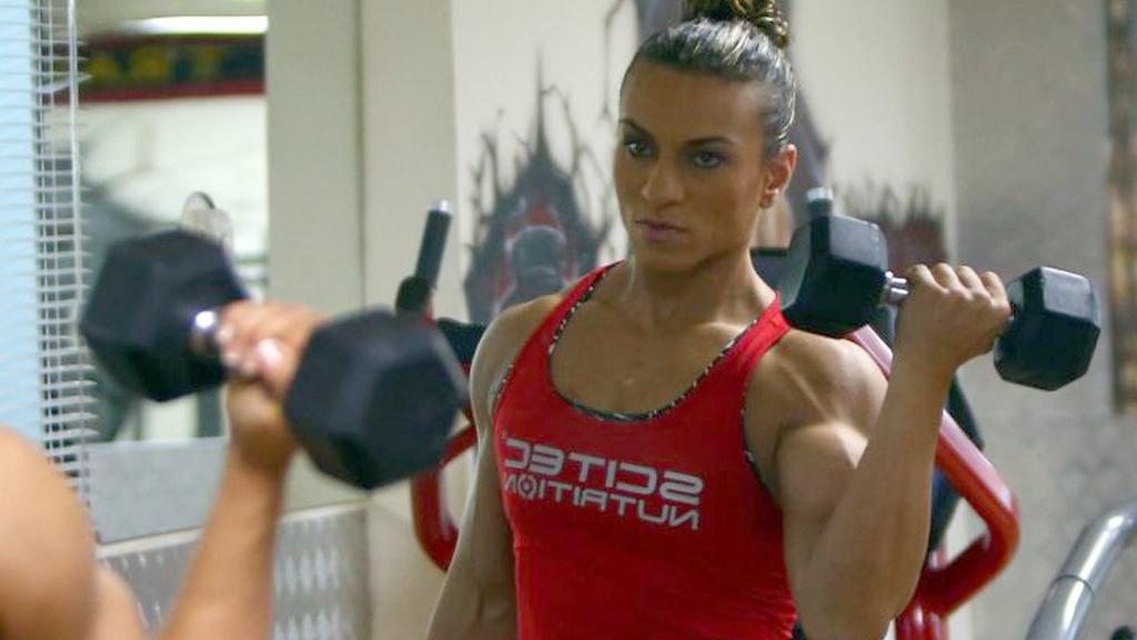 كمال اجسام mox: هلا انا لاعب كمال اجسام اريد بنت تحب الرياضة