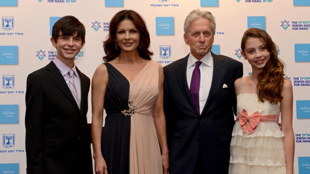 أشهرهم مايكل دوجلاس وكاثرين زيتا جونز..النجوم أصحاب الزواج الأنجح في هوليوود