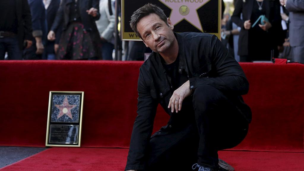 صور: نجم The X-Files يحتفل بنجمته الجديدة على ممر مشاهير هوليوود