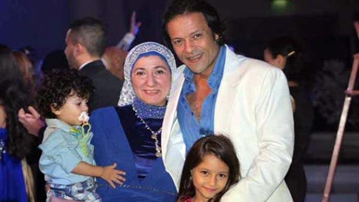 هشام عبد الله وعائلته
