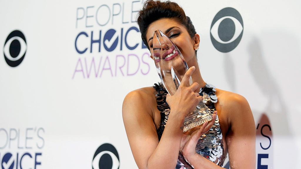 بريانكا شوبرا عقب حصولها على جائزة People's Choice Awards كأفضل ممثلة